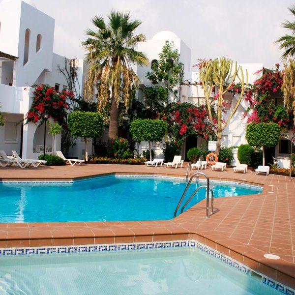 apartamentos-torrelaguna-piscinas