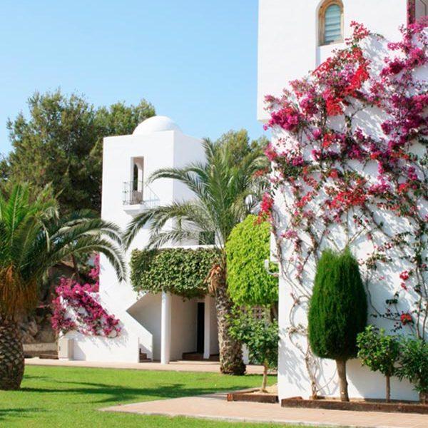 apartamentos-torrelaguna-jardines