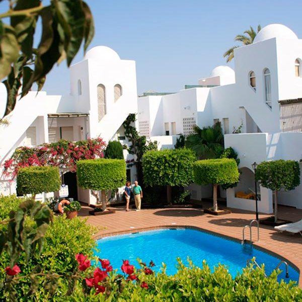 apartamentos-torrelaguna-piscina